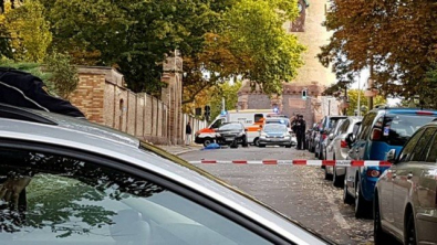 x85084994_police-secures-the-area-after-a-shooting-in-the-eastern-german-city-of-halle-on-october.jpg.pagespeed.ic.yGFRNzLL1o.jpg